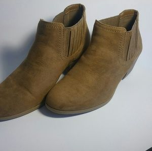 Worn 3x tan suede booties